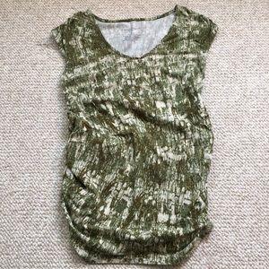 Liz Lange maternity sleeveless green print top XS
